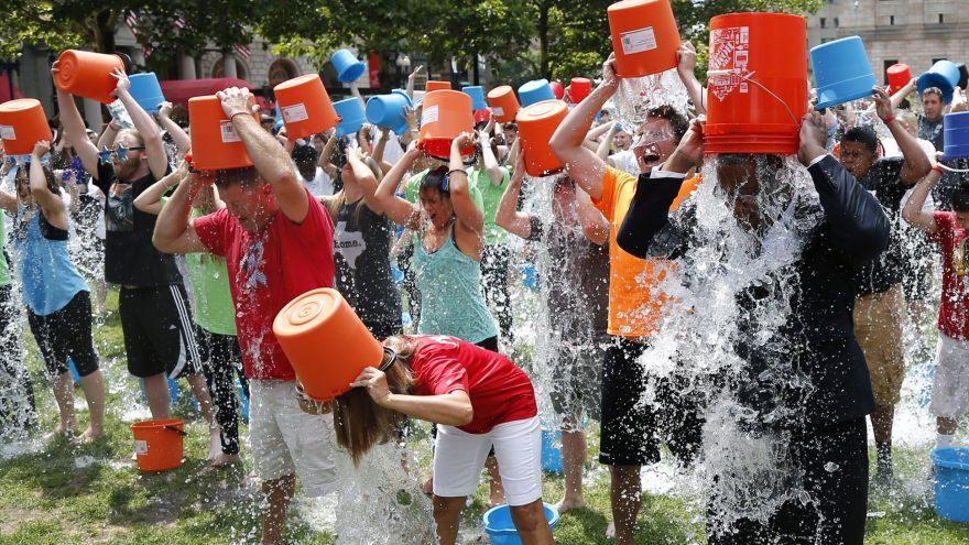 Ice bucket challenge : comment le défi s'est-il propagé à travers le monde entier